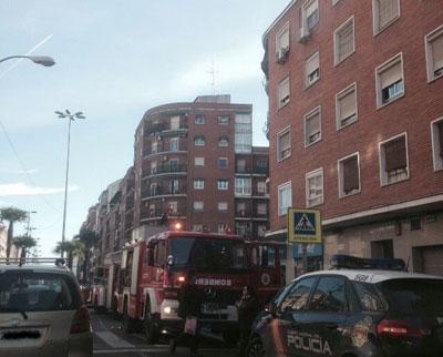 Pequeño incendio en un inmueble de Pío XII esquina con calle Santos Mártires