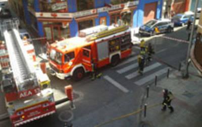 Un incendio en una cocina obliga a cortar el tráfico en el Paseo del Muelle