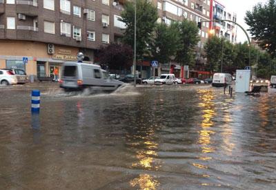 Las fuertes lluvias inundaron varias calles y garajes este jueves en Talavera