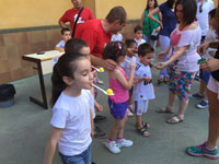 Los alumnos del 'Juan Ramón Jiménez' ejercen de anfitriones ante sus familiares