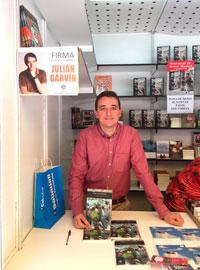 Julián Garvín triunfa con 'Los versos vivos' en la Feria del Libro de Madrid