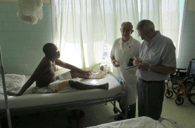 Un sacerdote de La Iglesuela, en el ojo del huracán africano por la epidemia de ébola