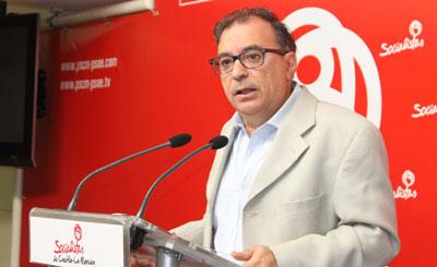 """Mora: """"La ley que quiere aprobar el PP es una farsa, no tiene nada que ver con la que presentó el PSOE y no combatirá las listas de espera"""""""