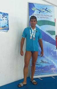 El nadador Gustavo Aguado representó a 'Los Alcores' en el Regional de Andalucía