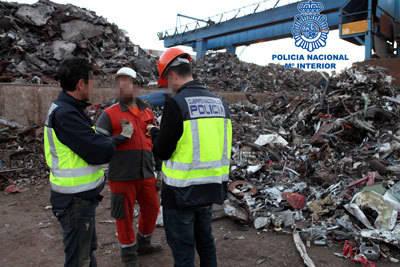 La Policía Nacional detiene a 15 personas vinculadas al sector de la chatarra por estafar dos millones a una empresa siderúrgica