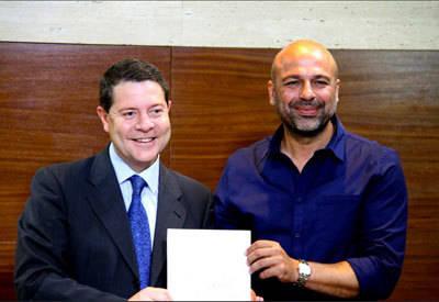 PSOE y Podemos firman el acuerdo de investidura con la