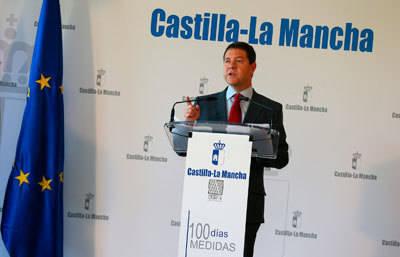 """García-Page anuncia la inminente puesta en marcha del Plan Extraordinario de Empleo, las oficinas antidesahucio y la supresión de diez tasas """"injustas"""""""