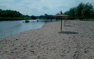 Cuenta atrás para la apertura de la Playa de los Arenales con el hándicap de que el baño no estará autorizado