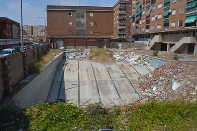El PSOE pide que se tomen medidas para limpiar y adecentar el solar de la antigua piscina de La Solana