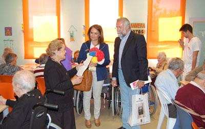 """El alcalde agradece el trabajo de todas las personas que """"se dedican a diario a mejorar la vida de nuestros mayores"""""""