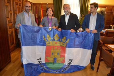 La campeona del Mundo de tiro con arco Begoña Pérez Botrán es recibida en el Ayuntamiento con su medalla de oro
