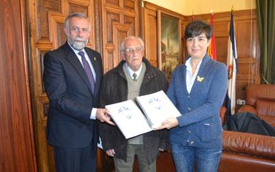 El alcalde mediará para agilizar la declaración de BIC para la cerámica talaverana