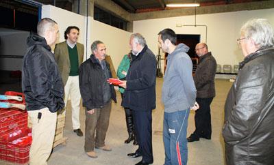 Ramos visita Mercatalavera para conocer sus productos y la actividad diaria