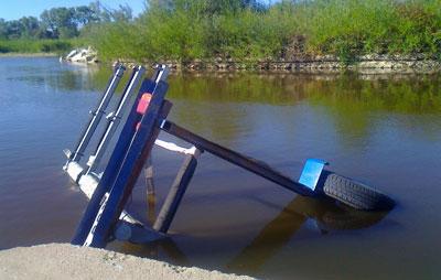 Roban y tiran al río el remolque del Club de Piragüismo Talavera-Talak