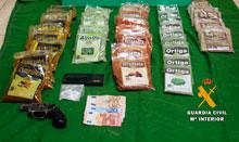La Guardia Civil detiene a dos personas por un delito de tráfico de drogas en Valmojado