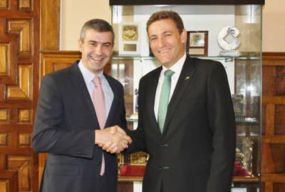 El director general de Caja Rural CLM traslada su apoyo y disponibilidad al presidente de la Diputación Provincial de Toledo