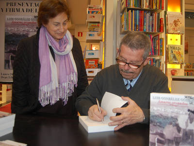 Luis González firma su novela en El Corte Inglés