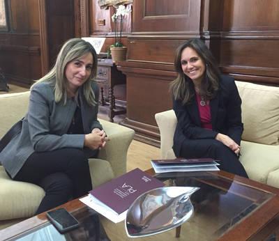Caja Rural CLM traslada líneas de innovación a la alcaldesa de Toledo