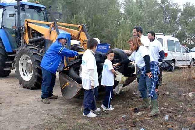 Talavera La Nueva se vuelca con la limpieza del paraje de Cabañuelas