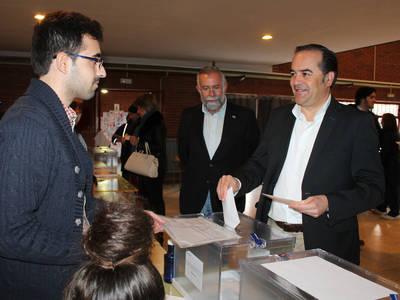 Jose Julián Gregorio madruga para votar