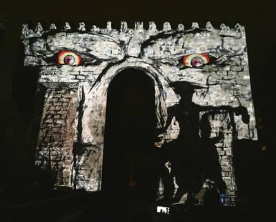 Luz de Cervantes ilumina las murallas talaveranas