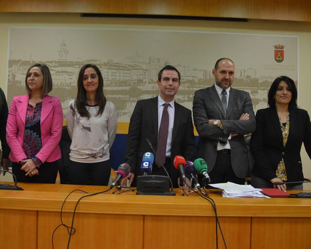 El PSOE pide la retirada del borrador de 2016