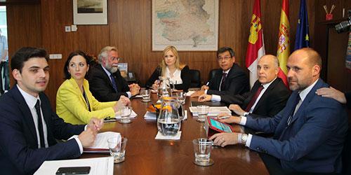 Ramos se re�ne con la Consejera de Fomento de la Junta