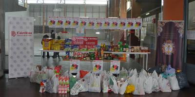400 kilos de comida se recogen para Cáritas