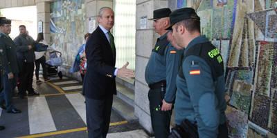 Fernández de Mesa visita a los dos guardias civiles heridos de gravedad en un accidente de tráfico en El Viso de San Juan