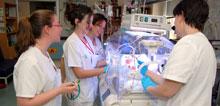 La Unidad de Neonatología del Hospital de Talavera amplia el horario de visita de los padres a los recién nacidos ingresados
