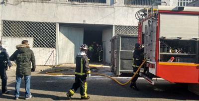 Se incendia una nave en la que se desmontaba maquinaria industrial