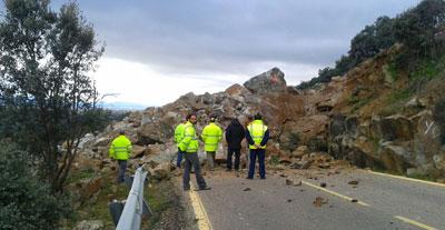 Las rocas desprendidas sobre la CM-4132 dejan esta impactante imagen
