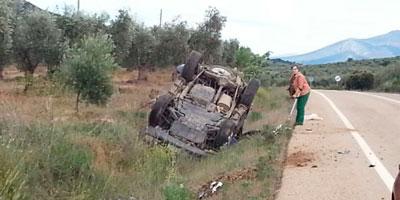 Un vehículo queda volcado en la cuneta tras un aparatoso accidente en la CM-401
