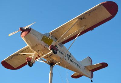 El Ayuntamiento mediará para lograr que la avioneta ubicada a la entrada de Talavera permanezca en su actual ubicación