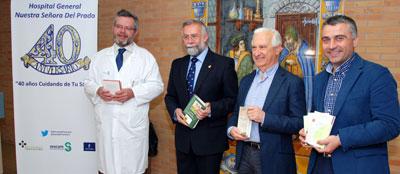 La UNED dona libros a la biblioteca de pacientes del Hospital de Talavera
