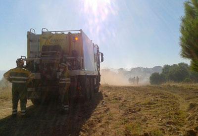 Controlado el incendio forestal en el Polígono Industrial Torrehierro de Talavera
