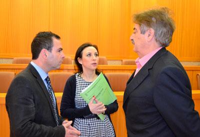 Los tres grupos políticos municipales aprueban en Pleno apoyar a los enfermos de hepatitis C