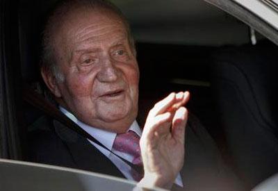 El Rey Juan Carlos abdica y transmite la Jefatura de Estado al Príncipe Felipe