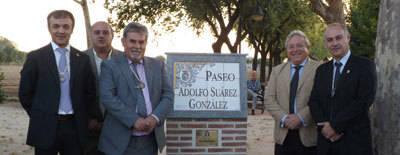Homenaje de Talavera la Nueva a Adolfo Suárez, que da nombre a un Paseo