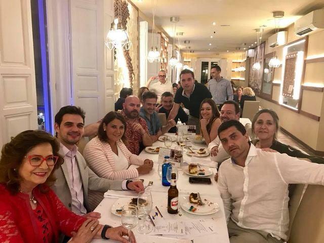 IMÁGENES | Los políticos apoyan la cena benéfica en favor del colectivo LGTBI