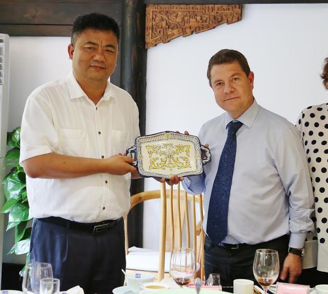 La cerámica de Talavera, obsequio de Page durante su visita comercial a China