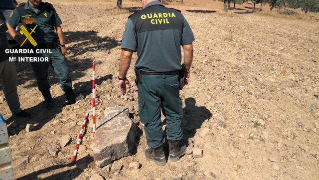La Guardia Civil encuentra una estela de guerrero de finales de la Edad del Bronce
