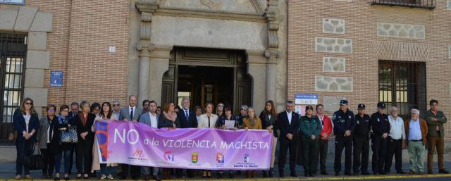Talavera guarda un minuto de silencio por las cinco mujeres víctimas de violencia de género en octubre