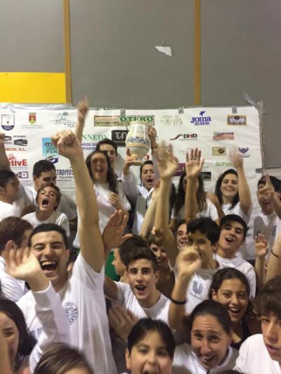 El CN Aqüis gana su trofeo en su 25 cumpleaños