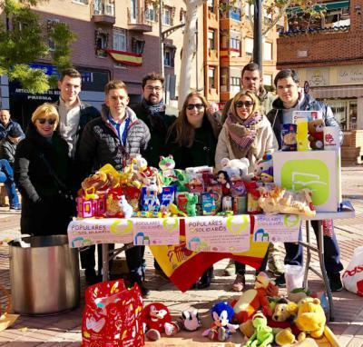 NNGG Torrijos obtiene 200 kg de alimentos y 150 juguetes en la recogida solidaria