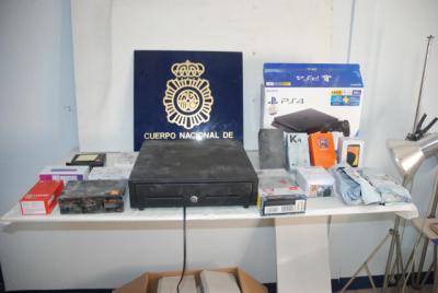 Detenido por robar artículos por valor de 10.000 euros en una tienda de telefonía móvil