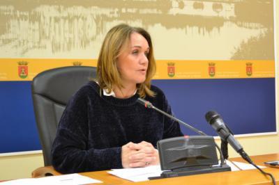 La concejala de Igualdad, Ana Santamaría, en la rueda de prensa que ha ofrecido para para informar sobre los acuerdos adoptados en el Consejo Local de la Mujer
