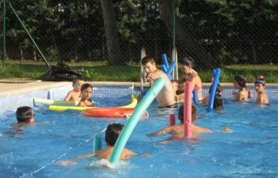 Cerca de 20.000 personas participan en los más de 1.700 cursos de natación de la Diputación