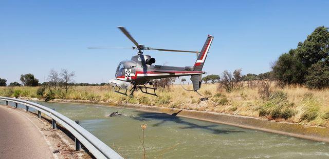 VÍDEO | Dos helicópteros luchan contra el fuego en San Román de los Montes