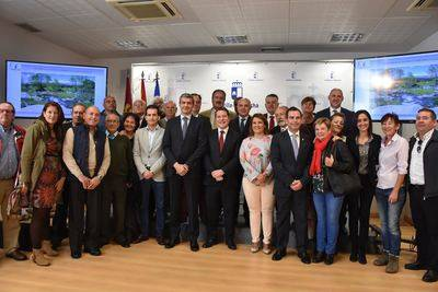 Nuevas carreras universitarias, ampliación de la EOI o exigir a Rajoy el AVE y la Plataforma Logística, entre los anuncios de Page en Talavera